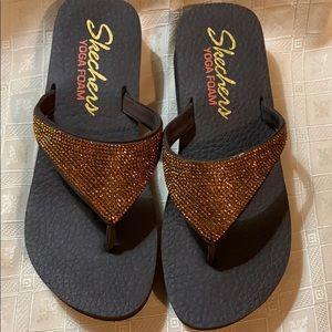 Skechers Yoga foam flip flops shoes